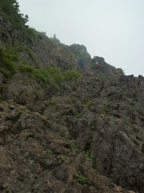 八ヶ岳・阿弥陀岳(南沢~中岳のコル) 登山口コースガイド 岩場の急登【登山口ナビ】