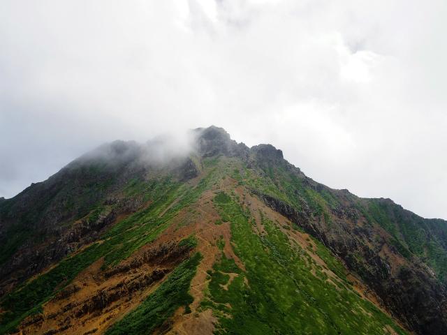 八ヶ岳・阿弥陀岳(南沢~中岳のコル) 登山口コースガイド 中岳山頂からの赤岳【登山口ナビ】