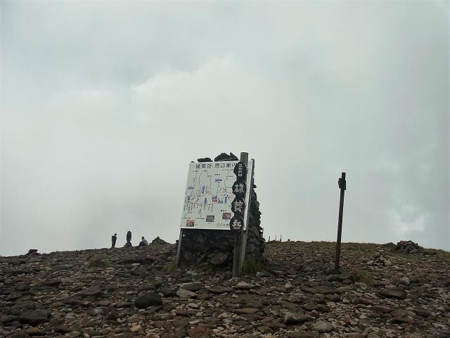 八ヶ岳・横岳(桜平~硫黄岳~奥ノ院) 登山口コースガイド 硫黄岳山頂標識【登山口ナビ】