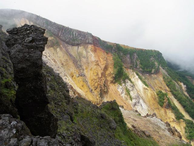 八ヶ岳・横岳(桜平~硫黄岳~奥ノ院) 登山口コースガイド 爆裂火口壁【登山口ナビ】