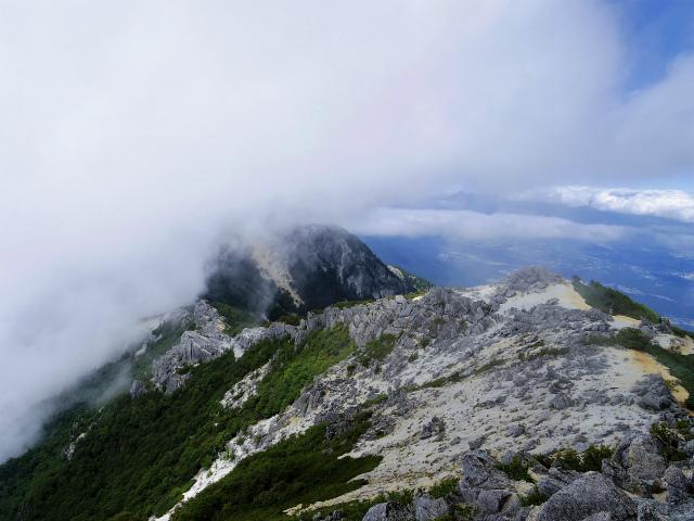 鳳凰三山(広河原~白鳳峠・高嶺)登山口コースガイド 観音岳山頂からの地蔵岳【登山口ナビ】