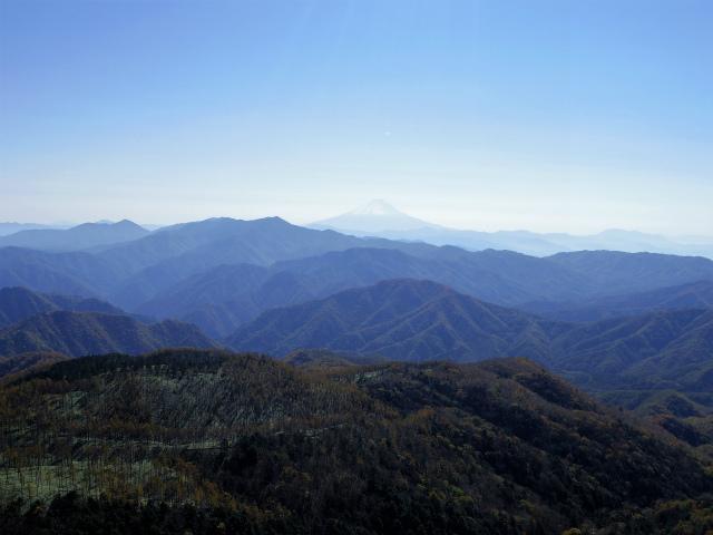 笠取山~唐松尾山~御殿岩 登山口コースガイド 西御殿岩山頂からの富士山と大菩薩連嶺【登山口ナビ】