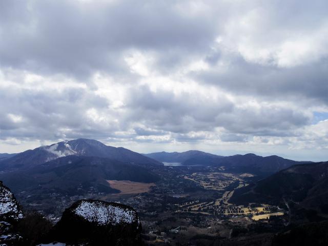 金時山(長尾峠~丸岳~乙女峠)登山口コースガイド 金時山山頂からの箱根山【登山口ナビ】