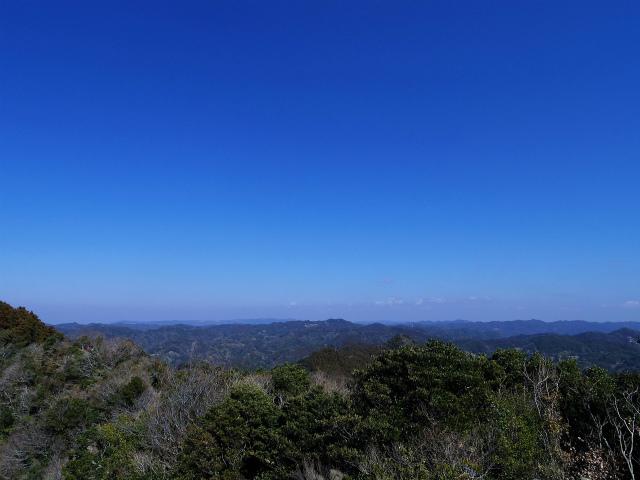伊予ヶ岳(平群天神社コース) 登山口コースガイド 南峰山頂から高宕山の眺望【登山口ナビ】