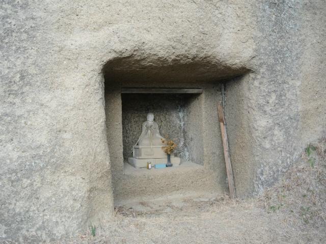 高宕山(石射太郎コース)登山口コースガイド 高宕観音の仏像【登山口ナビ】