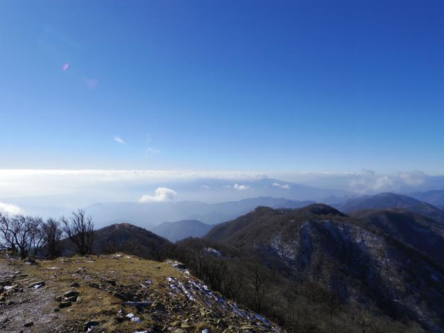 塔ノ岳(二俣~大倉尾根コース) 登山口コースガイド 塔ノ岳山頂からの箱根と愛鷹山塊、伊豆半島【登山口ナビ】