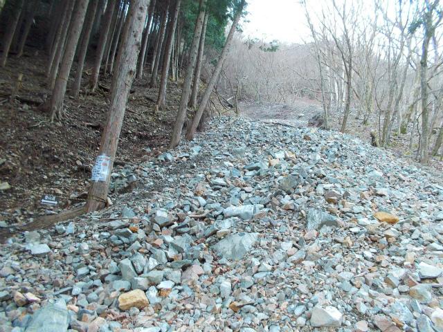 檜洞丸(日陰沢~犬越路コース) 登山口コースガイド ガレ場【登山口ナビ】