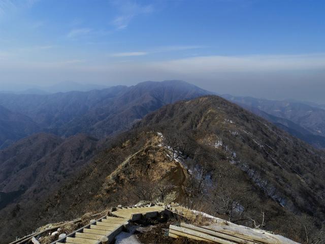 檜洞丸(日陰沢~犬越路コース) 登山口コースガイド 山頂西側から大笄・大室山の眺望【登山口ナビ】