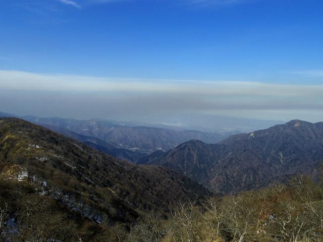 檜洞丸(日陰沢~犬越路コース) 登山口コースガイド 山頂西側から大菩薩・雲取山・奥多摩の眺望【登山口ナビ】