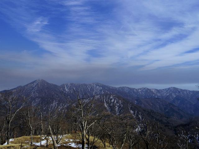 檜洞丸(日陰沢~犬越路コース) 登山口コースガイド 青ヶ岳山荘からの丹沢主脈の眺望【登山口ナビ】