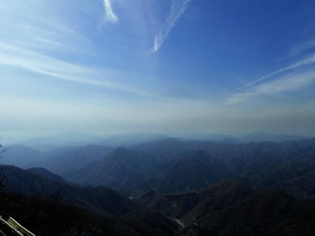 檜洞丸(日陰沢~犬越路コース) 登山口コースガイド 山頂西側から西丹沢の眺望【登山口ナビ】