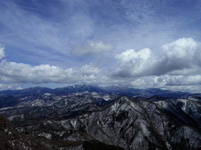 茅ヶ岳(深田記念公園~女岩コース) 登山口コースガイド 山頂直下から奥秩父の展望【登山口ナビ】