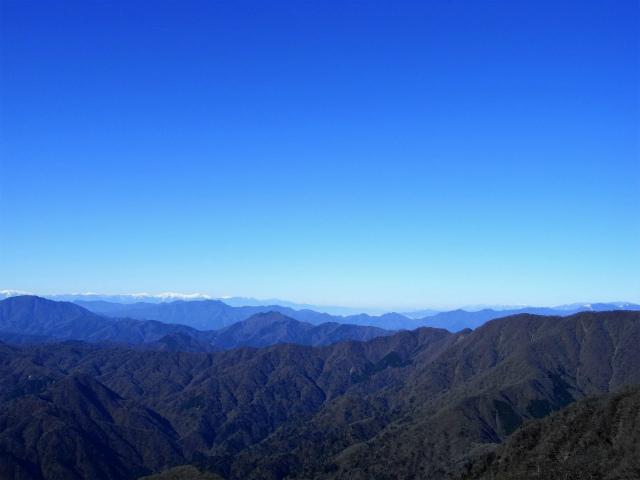 檜洞丸(日陰沢~犬越路コース) 登山口コースガイド 山頂西側から南アルプスの眺望【登山口ナビ】