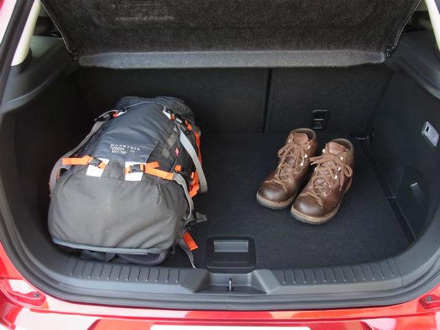 【登山の車選び】マツダ・CX-3 XDプロアクティブ トランクルーム【登山口ナビ】