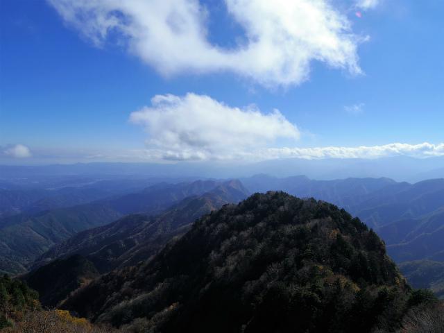 両神山(日向大谷・表参道ルート) 登山口コースガイド 山頂直下からの奥多摩・富士山の眺望【登山口ナビ】