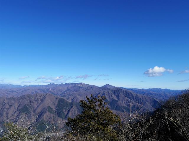 三ツ峠山(本社ヶ丸~清八山) 本社ヶ丸山頂からの大菩薩連嶺【登山口コースガイド】