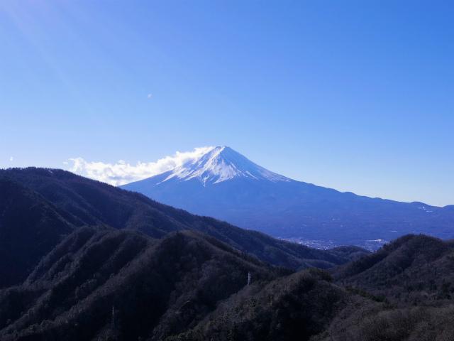 三ツ峠山(本社ヶ丸~清八山) 露岩の展望台からの富士山【登山口コースガイド】