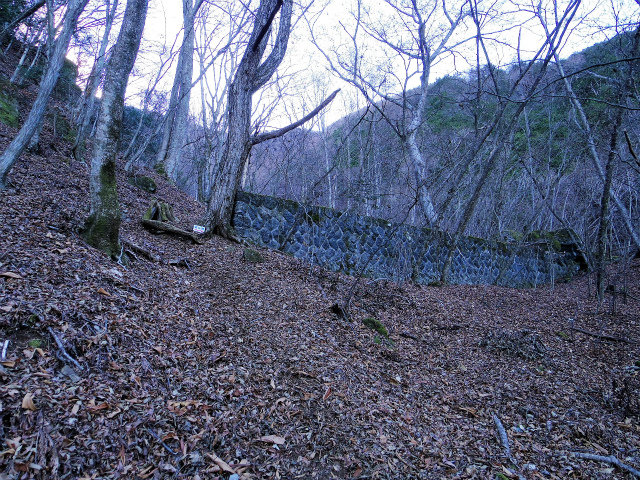 三ツ峠山(北口登山道)登山口コースガイド 堰堤【登山口コースガイド】