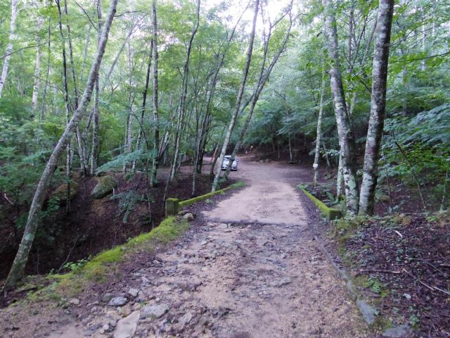 瑞牆山不動滝口・黒森コース駐車スペース【登山口ナビ】