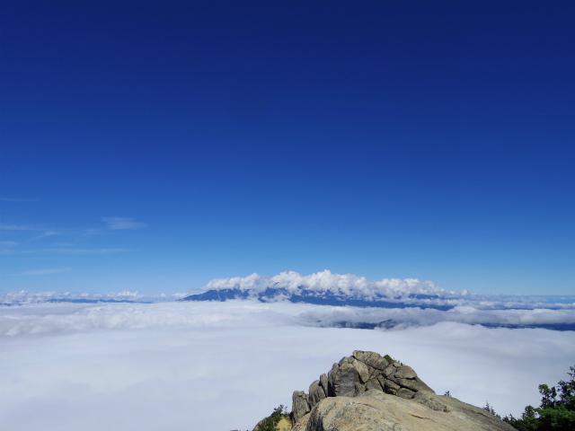 瑞牆山・富士見平口 登山口コースガイド 山頂【登山口ナビ】