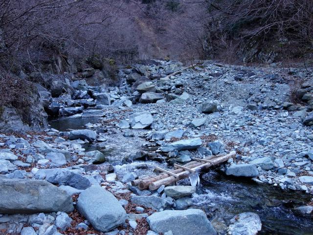 早戸大滝・丹沢山(大滝新道)コースガイド 雷平の丸太橋【登山口ナビ】