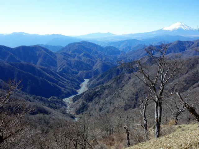 丹沢山(早戸大滝~大滝新道) 登山口コースガイド 丹沢山山頂からの西丹沢【登山口ナビ】