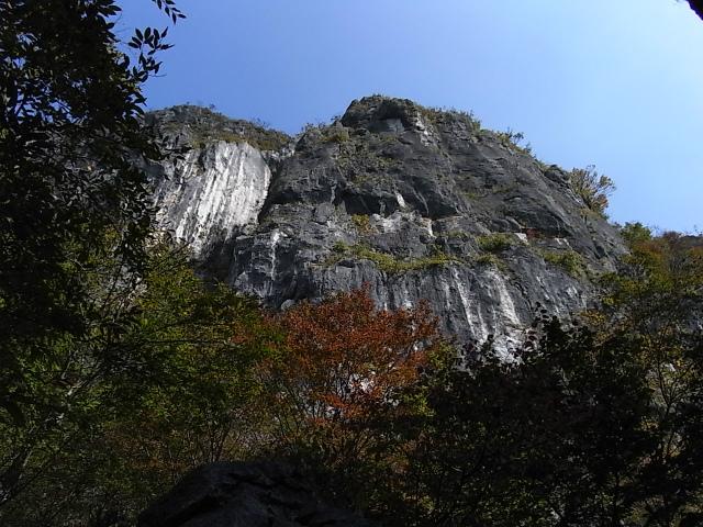 西上州・二子山(東岳・西岳) 登山口コースガイド ローソク岩コース【登コ山口ナビ】