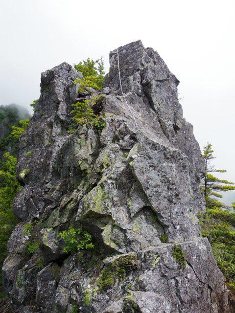 鶏冠山・木賊山(鶏冠尾根) 登山口コースガイド 第一岩峰【登山口ナビ】