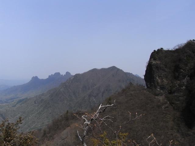 高岩・雄岳 登山口コースガイド 雌岳P1峰山頂から谷急山の展望【登山口ナビ】