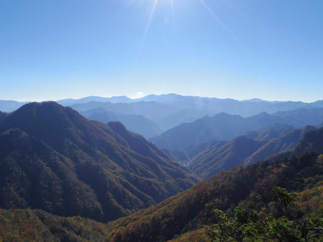 赤岩岳(赤岩尾根) 登山口コースガイド P1峰山頂の眺望 奥秩父【登山口ナビ】