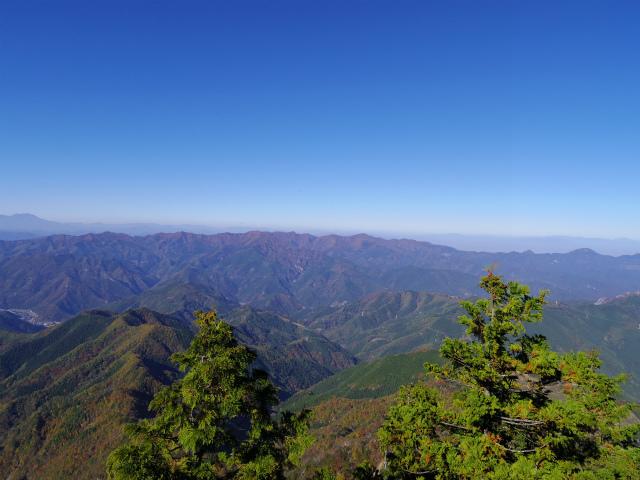 赤岩岳(赤岩尾根) 登山口コースガイド P1峰山頂の眺望 西上州【登山口ナビ】