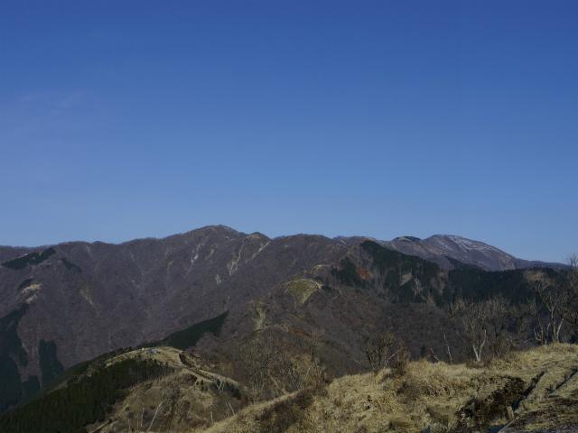 塔ノ岳(丹沢表尾根) 登山口コースガイド 三ノ塔山頂からの丹沢主稜線【登山口ナビ】