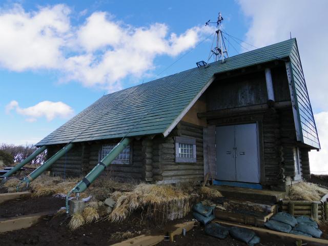 塔ノ岳(丹沢表尾根) 登山口コースガイド 三ノ塔山頂避難小屋【登山口ナビ】