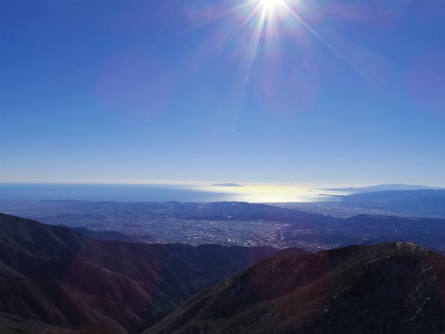 塔ノ岳(長尾尾根) 登山口コースガイド 塔ノ岳山頂からの相模湾と初島・大島【登山口ナビ】