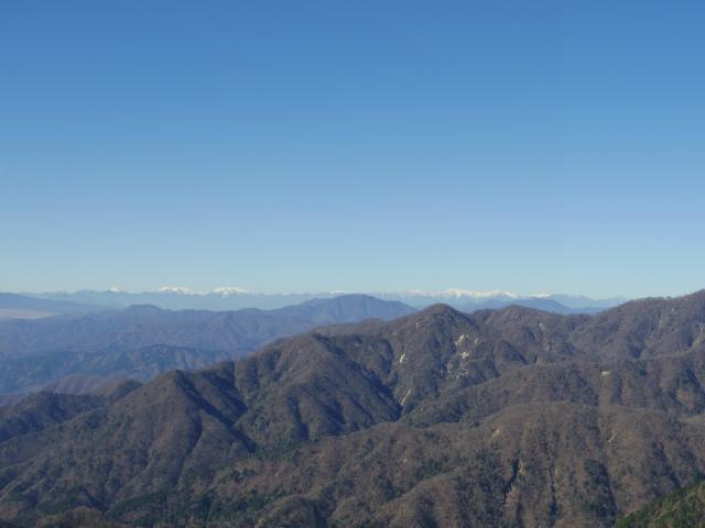 塔ノ岳(丹沢表尾根) 登山口コースガイド 塔ノ岳山頂からの主稜線の西丹沢と南アルプス【登山口ナビ】