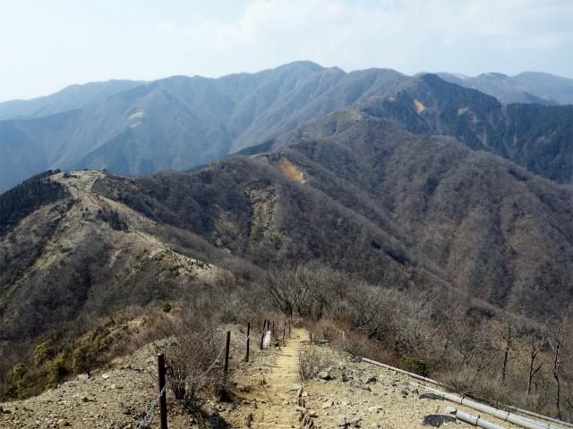 塔ノ岳(丹沢表尾根) 登山口コースガイド 三ノ塔鞍部の階段【登山口ナビ】