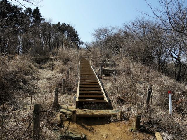 三ノ塔(二ノ塔尾根)登山口コースガイド 三ノ塔階段【登山口ナビ】