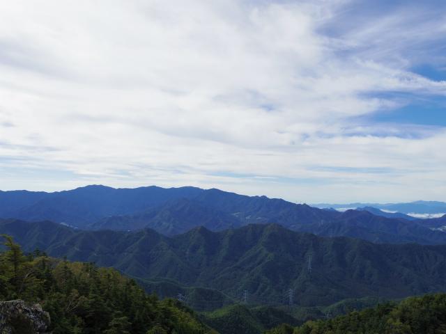 御座山(栗生コース) 登山口コースガイド 山頂からの展望 奥秩父・富士山【登山口ナビ】