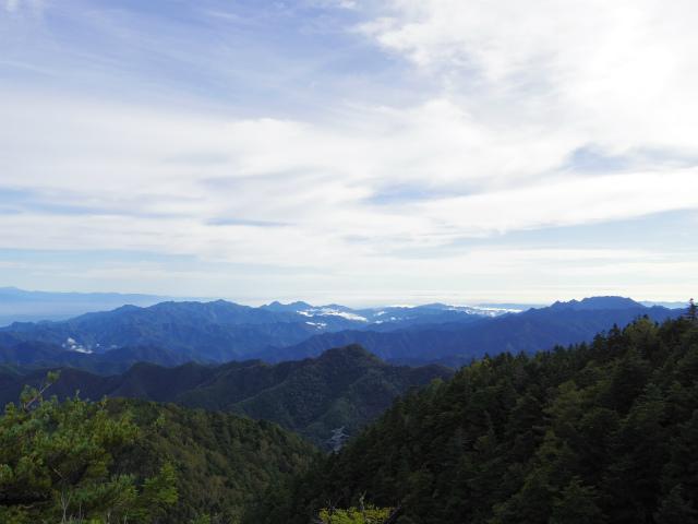 御座山(栗生コース) 登山口コースガイド 山頂からの展望 西上州・両神山【登山口ナビ】