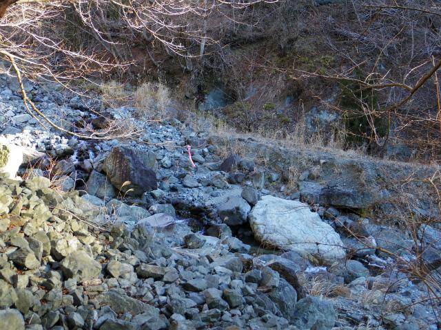 鍋割山(雨山峠~鍋割峠)コースガイド 山の神渡ノ沢出合【登山口ナビ】