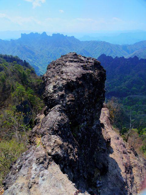 裏妙義・丁須の頭(御岳コース) 登山口コースガイド 丁須の頭肩ナイフリッジ【登山口ナビ】