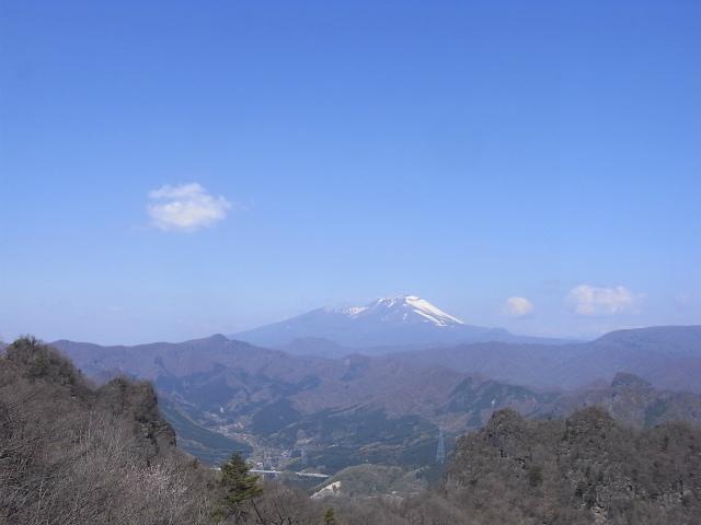 裏妙義・丁須の頭(御岳コース) 登山口コースガイド 丁須の頭山頂からの浅間山【登山口ナビ】