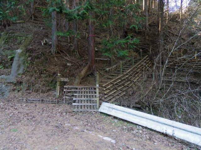 鍋割山(雨山峠~鍋割峠)コースガイド やどりき水源林周遊歩道A入口【登山口ナビ】