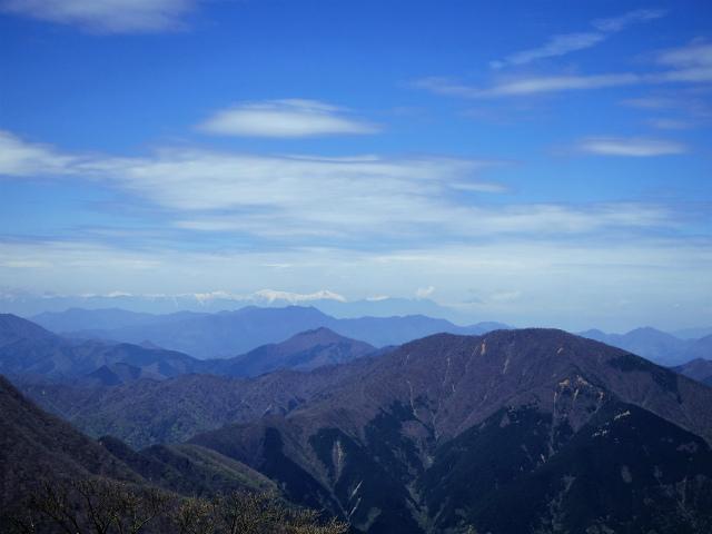 蛭ヶ岳(榛ノ木丸~姫次)コースガイド 蛭ヶ岳山頂からの南アルプス稜線【登山口ナビ】