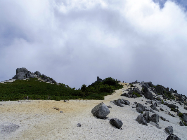 鳳凰三山(青木鉱泉~ドンドコ沢コース) 薬師岳への稜線【登山口コースガイド】
