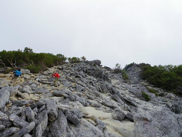 鳳凰三山(青木鉱泉~ドンドコ沢コース)岩稜の急登 【登山口コースガイド】