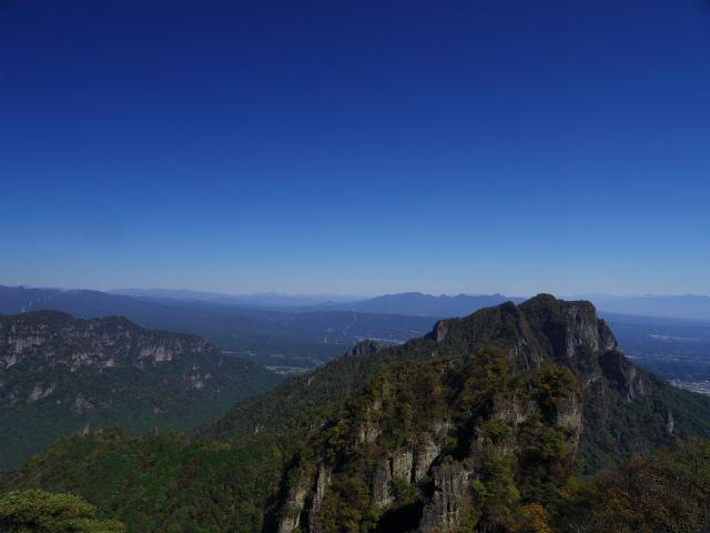 表妙義・金洞山(中ノ岳~鷹戻し~相馬岳) 登山口コースガイド 東岳山頂からの白雲山・榛名山【登山口ナビ】
