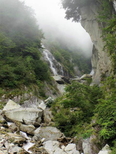 鳳凰三山(青木鉱泉~ドンドコ沢コース) 鳳凰ノ滝【登山口コースガイド】