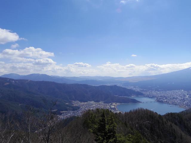 御坂黒岳(新御坂トンネル河口湖口) 山中湖・箱根の眺望【登山口コースガイド】
