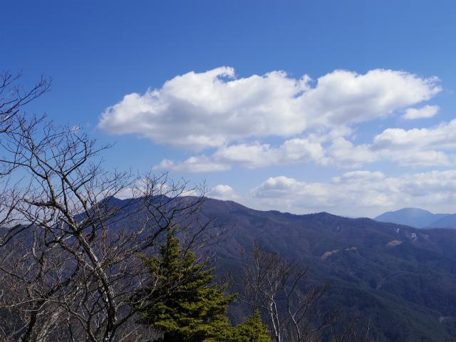 御坂黒岳(新御坂トンネル河口湖口) 三ツ峠山の眺望【登山口コースガイド】